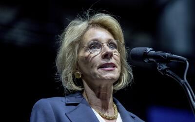 Donald Trump designó a Betsy DeVos como su secretaria de Educaci&...