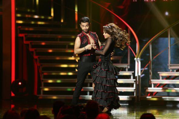 Catherine y el español Borja nos deleitaron con un flamenco pop. Un ritm...
