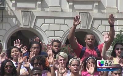 Estudiantes de la Universidad de Texas se solidarizan con manifestantes...