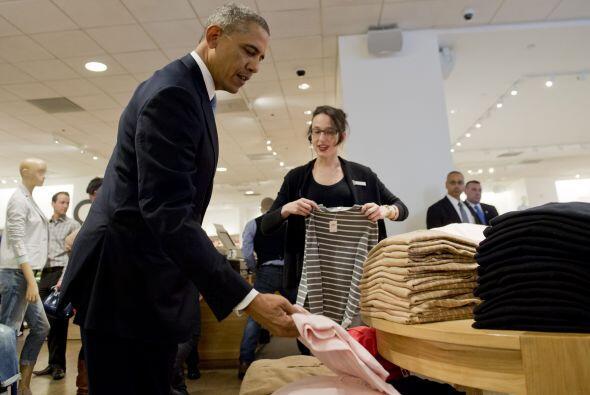 Una de las prendas que el mandatario estadounidense vio a detalle fueron...