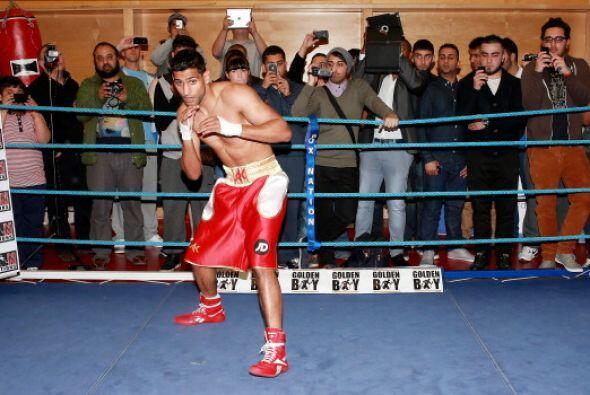 Amir Khan llega a esta contienda con un récord de 27 triunfos, tres derr...