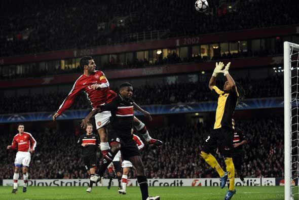EL Arsenal quedó con un  pie en la siguiente ronda de la 'Champio...