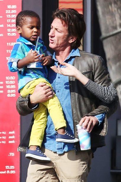 Sean Penn nos robó el corazón. Más videos de Chisme...