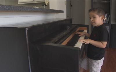 Alex, un pequeño gran pianista