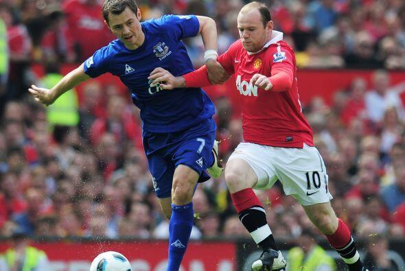 Nuevamente Wayne Rooney fue el encargado de armar el juego e hizo dupla...
