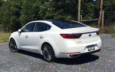 Kia renueva a su sedan Cadenza adoptando estilo italiano