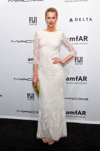 Las vestimenta que llevó Toni Garrn definitivamente causó el asombro de...