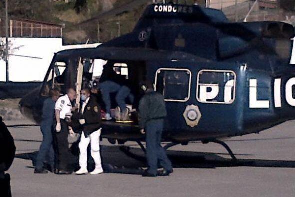 Algunos de los heridos por la explosión fueron trasladados por vía aérea...