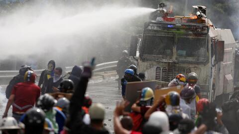 Gobierno y oposición venezolana se culpan mutuamente de prenderle fuego...