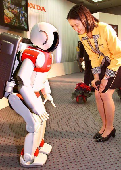 ASIMO fue presentado por la compañía Honda en el año 2000.