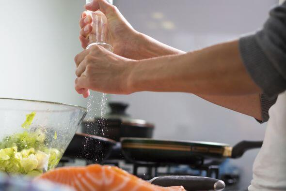 """""""Al reducir una salsa, se vuelve más salada. Puedes agregar sal a..."""
