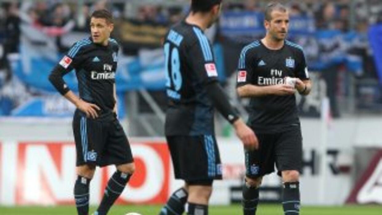 Los jugadores del Hamburgo parecen incapaces de evitar el primer descens...
