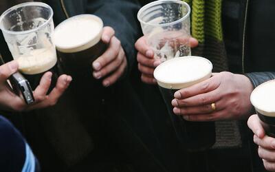 ¿Por qué los hombres necesitan beber alcohol para pasar un buen rato? Es...