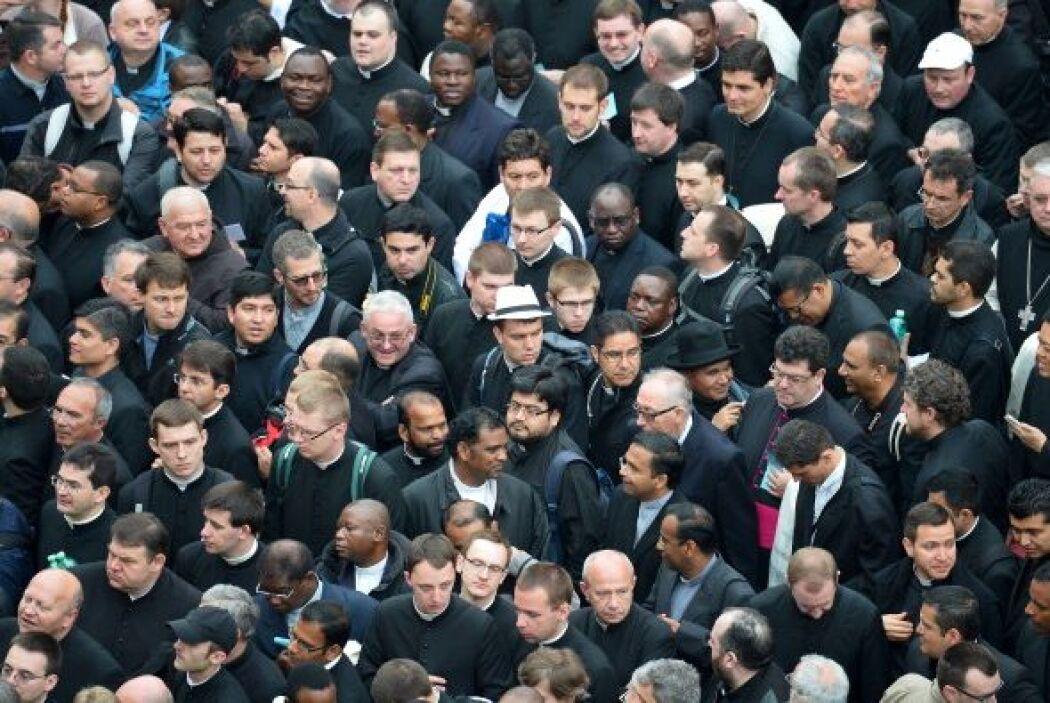 Y entre la multitud también hay cientos de seminaristas.