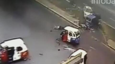 Camión sin frenos arrolló brutalmente a dos bicitaxis