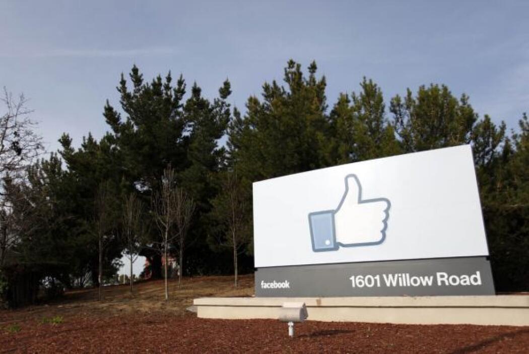 MAYO   Facebook hace su gran debut en la bolsa de valores  La empresa má...