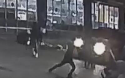 Un hombre resultó gravemente herido tras ser apuñalado y golpeado por un...