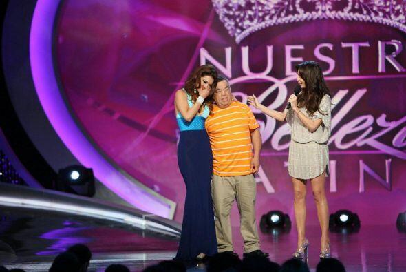 Su padre subió al escenario para olvidar los problemas y apoyar a su niña.