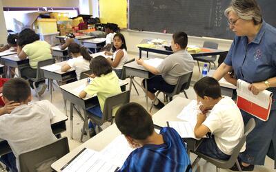 Presentarán resolución para que escuelas públicas de Dallas queden prote...