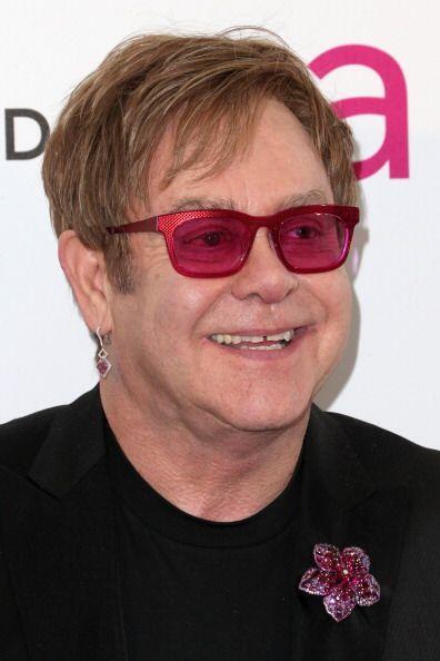8. Elton John. El astro británico reunió en el año unos 54 millones de d...