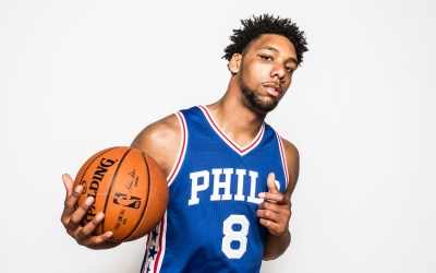 Jahlil Okafor # 8 de los Philadelphia 76ers posa para un retrato durante...