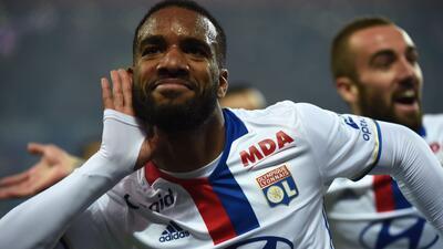 Alexandre Lacazette marcó tres de los seis goles del Lyon.