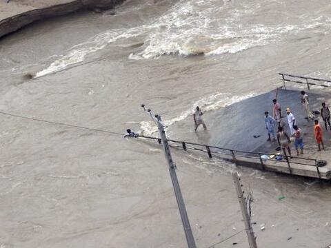 Las indundaciones en  Pakistán dejaron más damnificados qu...