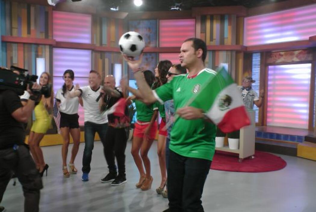 Alan resultó ser bueno con el balón de fut. ¿Podrá México ganar esta noche?