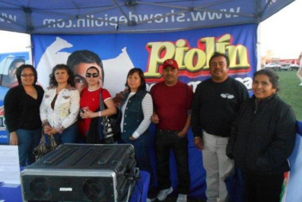 La Nueva 105.3 y el remoto de EL SHOW DE PIOLIN junto con FITO OLIVARES...