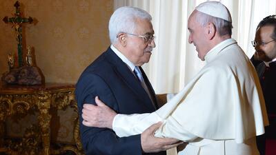El Papa Francisco recibió al líder palestino Mahmud Abás