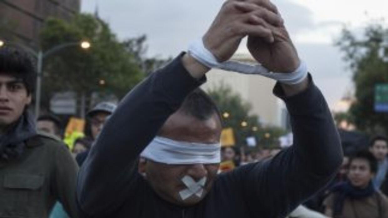 Un manifestante en una movilización en Ciudad de México por los 43 estud...