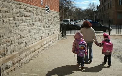 Se evalúa la reducción de días del año escolar para ahorrar fondos de la...