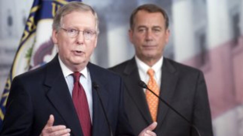 El senador Mitch McConnell (Kentucky), líder de la minoría republicana e...