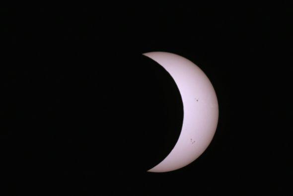 Poco a poco la sombra de la Tierra se irá proyectando en la Luna y cuand...