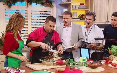 Todos nos formamos para probar la exquisita Pierna de Cerdo estilo Sinal...