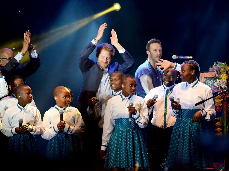 Coldplay tocando en el concierto de caridad del Príncipe Harry.
