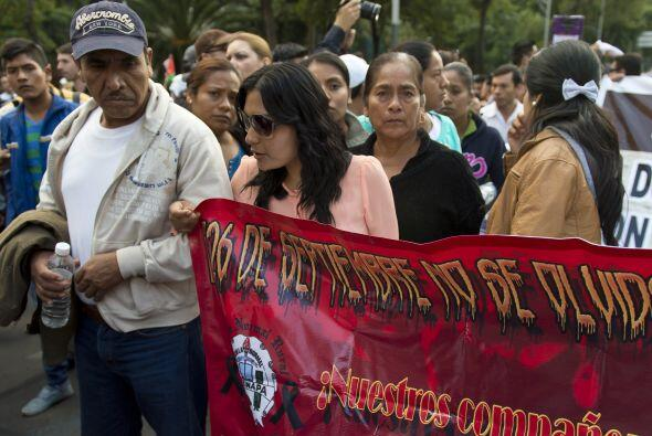 En la protesta participaron los familiares de los estudiantes desapareci...