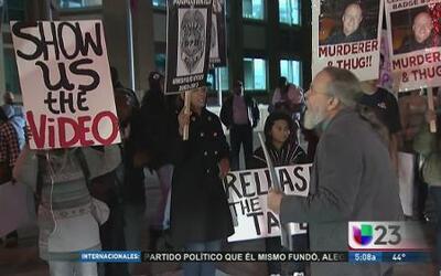 Protestan ante la policía de Dallas por Ferguson