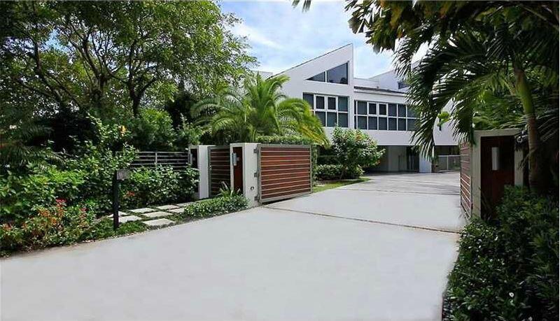 El cantante puso en venta su mansión por $3.75 millones de dólares.  Haz...