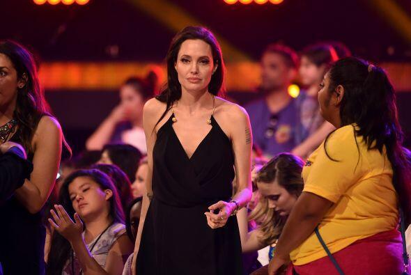 Angie casi llegando al escenario.