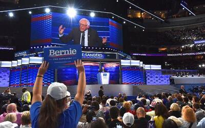 Bernie Sanders pidió el voto para Hillary Clinton.
