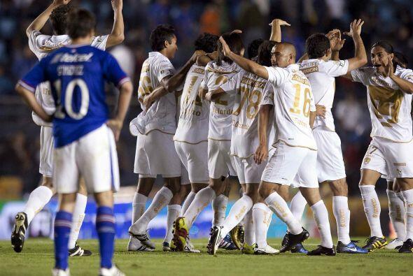 En 2010 se midieron ante Cruz Azul que lucía imponente en su ingreso a L...
