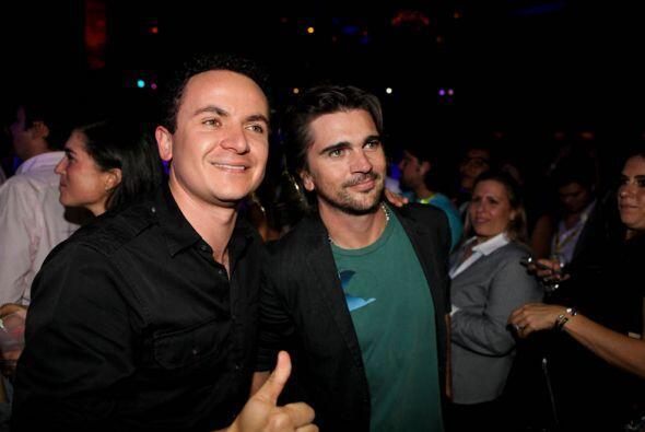 3 de las mas grandes estrellas de la música Colombiana....todos e...