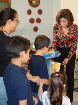 La jueza Cristina Pereyra de Veredicto Final repartió regalos el día de...