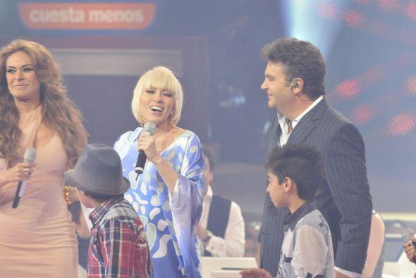 El show estuvo de manteles largos pues Mijares y Yuri visitaron el progr...