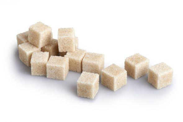 Es importante que tu piel esté mojada para evitar que los granos del azú...