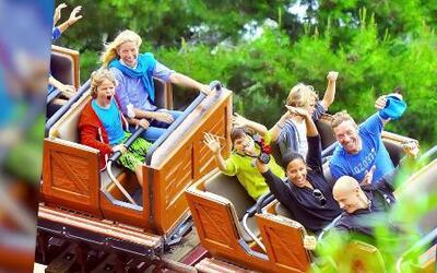 Gwyneth Paltrow y Chris Martin en Disneyland