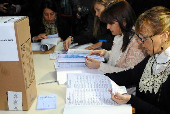 La elección primaria de candidatos a diputados y senadores comenzó el do...