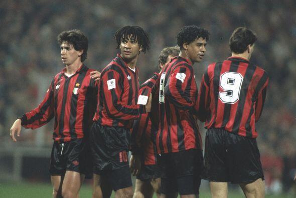 El único italiano en ganar el trofeo para el Milán fue Gianni Rivera en...