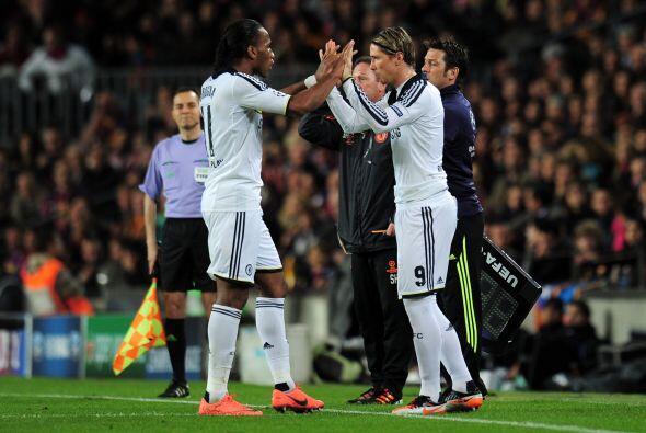 Mientras que el Chelsea metió a Fernando Torres para quedar como único d...